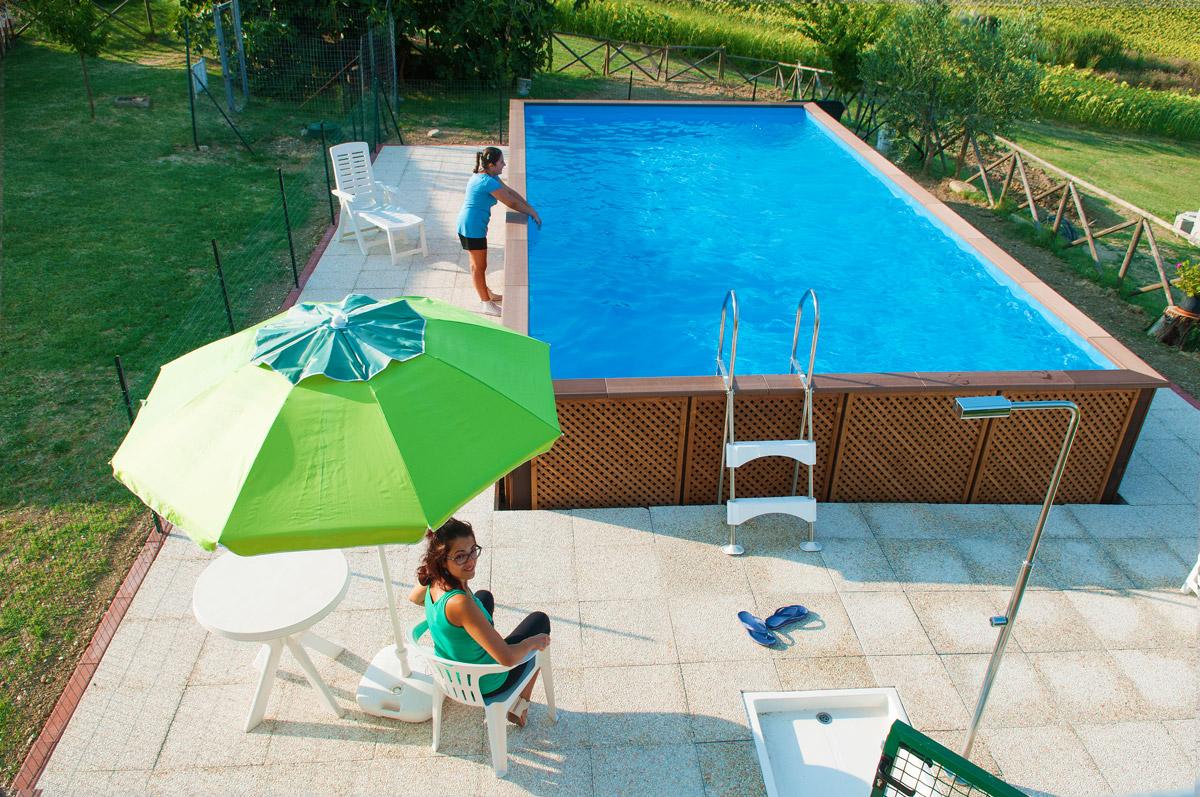 Agriturismo con piscina e idromassaggio all 39 aperto colline marchigiane agriturismo angeli - Agriturismo con piscina riscaldata ...